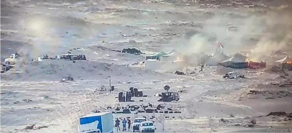 صورة نشرتها القوات الملكية المغربية على صفحتها في فيس بوك في 13 نوفمبر/تشرين الثاني 2020، ويظهر فيها مقاتلون صحراويون في منطقة الكركرات بالصحراء الغربية. © أ ف ب