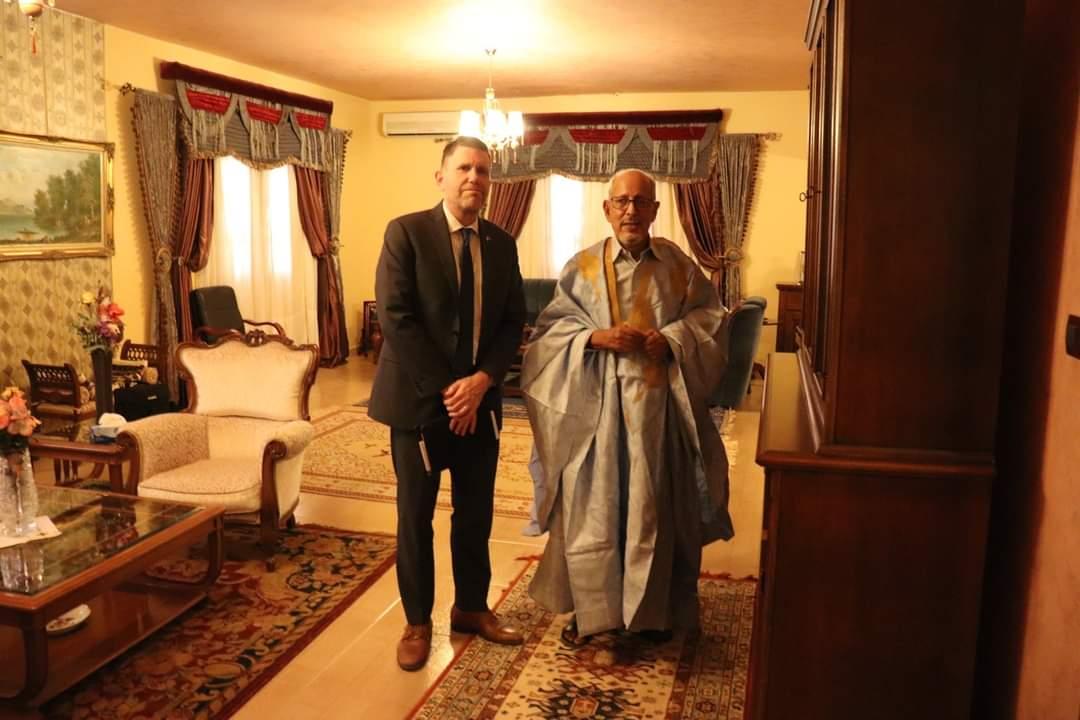 السفير الأمريكي مايكل دودمان والرئيس الراحل سيدي ولد الشيخ عبدالله